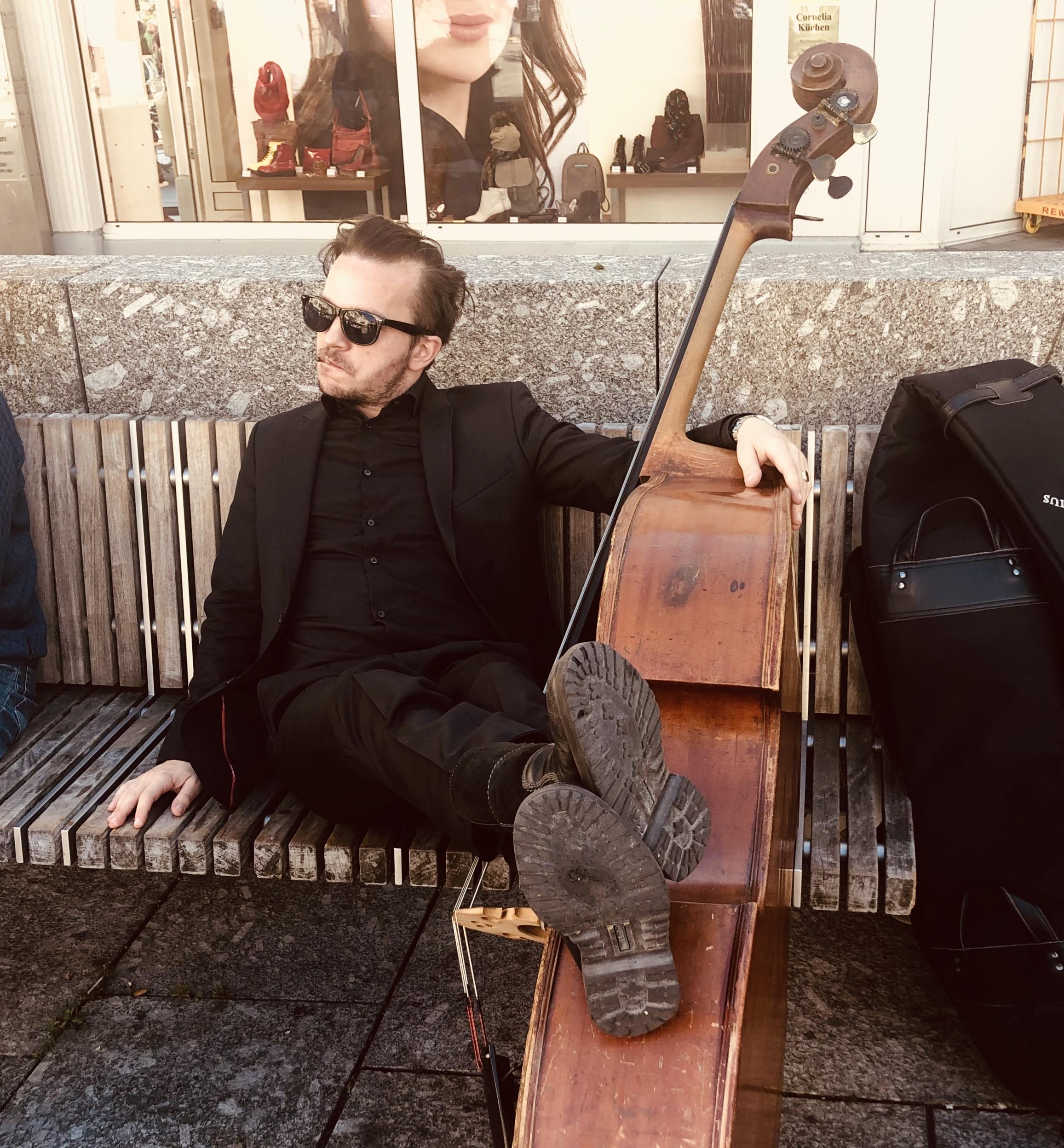 Peter Christof auf der Straße in Bad Homburg
